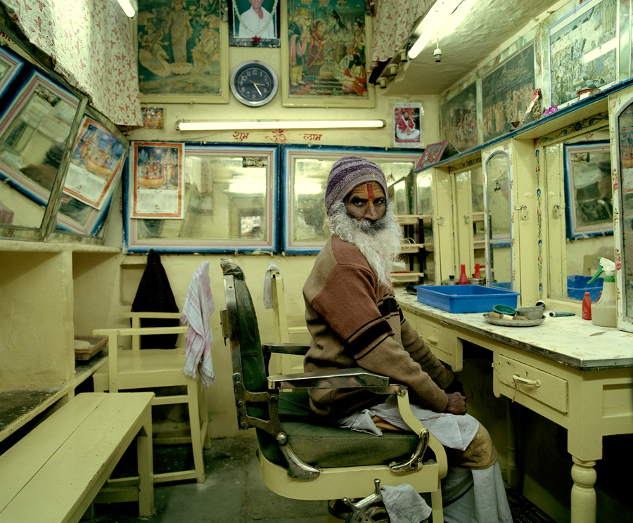 Indian-man-in-barbers